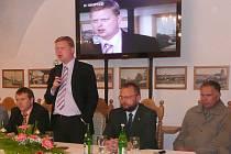 Reforma zdravotnictví a také osud nemocnice byly hlavními tématy veřejné diskuse dačických občanů s předsedou křesťanských demokratů Pavlem Bělobrádkem.