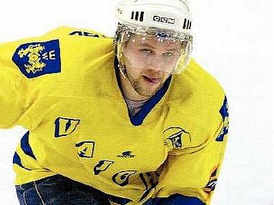 Útočník Aleš Skokan má hlavní podíl na vítězství jindřichohradeckých hokejistů na ledě Trutnova. Vytříbený technik si do individuálních statistik připsal celkem čtyři kanadské body za tři góly a asistence.