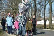 Konec zimy a příchod jara si připomněli v Lomnici nad Lužnicí vynášením Smrtky.