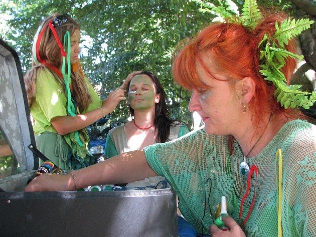 Od pondělí až do soboty se již poosmé setkávají vodníci a pohádkové bytosti v Chlumu u Třeboně.