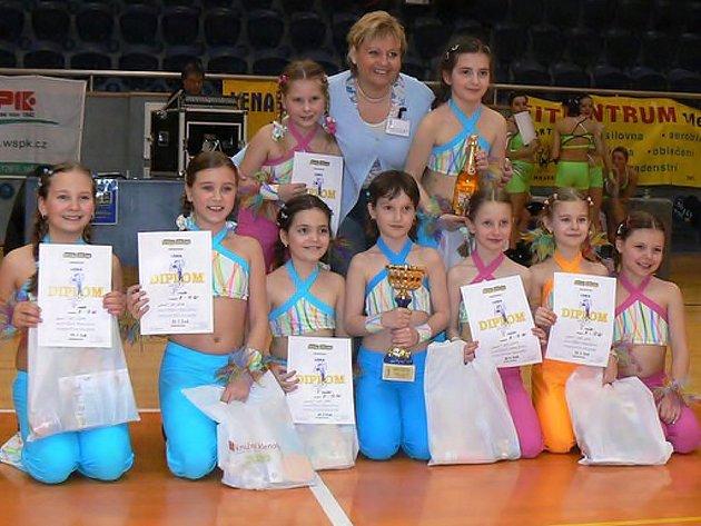 Skladba Duhy Aerobik teamu  Lena J. Hradec dominovala v kategorii  8 – 10 let.