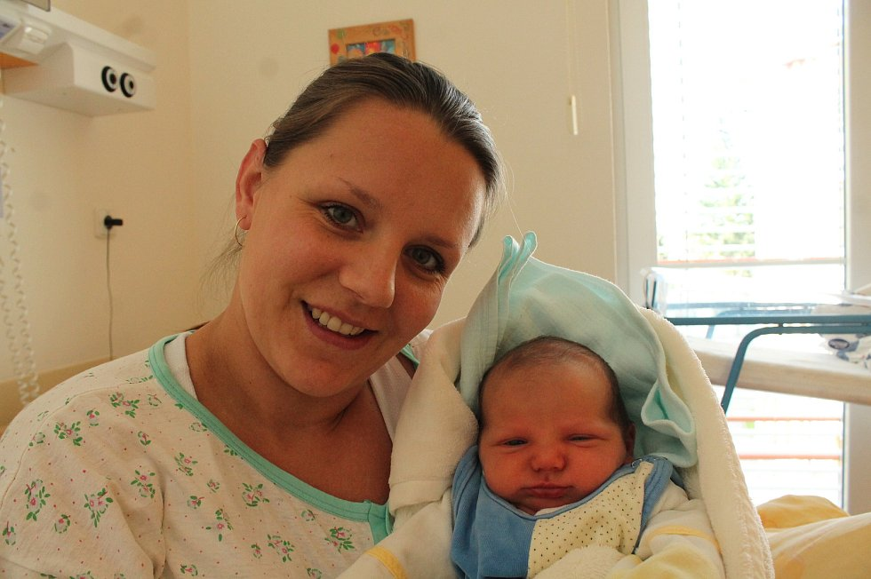 Michal Šenkeřík se narodil 11. září Petře Korandové a Petru Šenkeříkovi z Políkna. Měřil 51 centimetrů a vážil 3680 gramů. Radost z něj má i bráška Matěj.