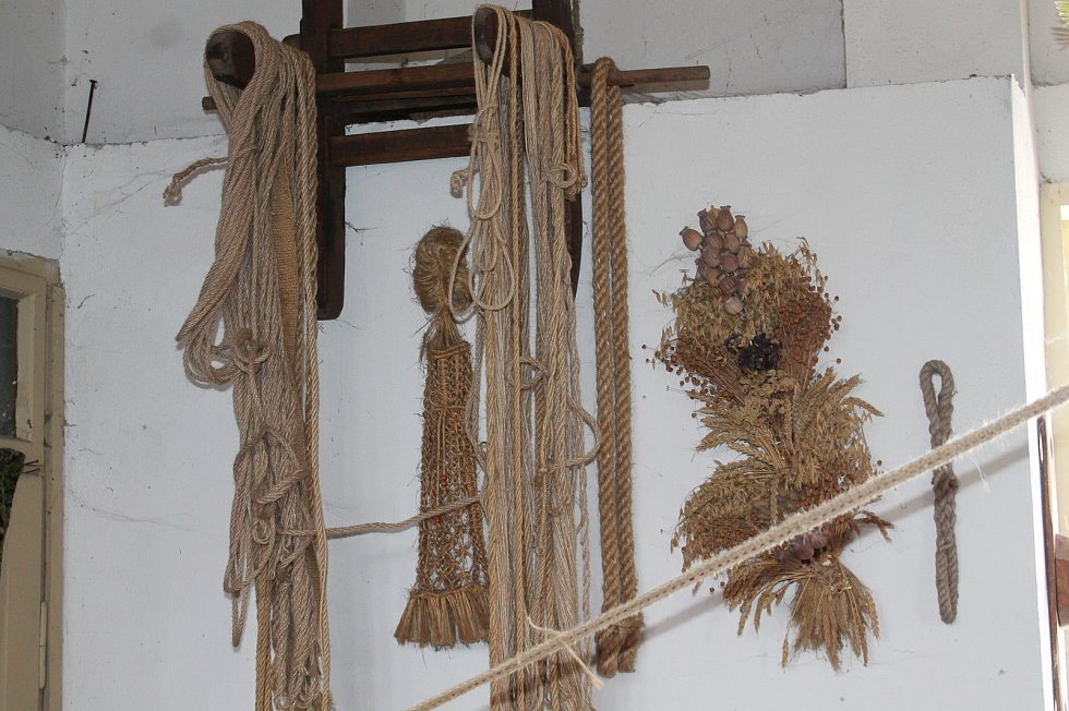 Provaznické muzeum představuje v Deštné historii i současnost provaznického řemesla na dobových strojích. Expozice Provaznického muzea Karla Klika je jediná v Čechách a každoročně jej navštěvují davy lidí.