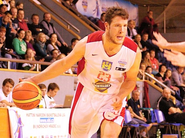 Křídelní hráč Lions Brian Tracey.