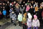 Ke koledám v Nové Včelnici zahrály děti i živý betlém.