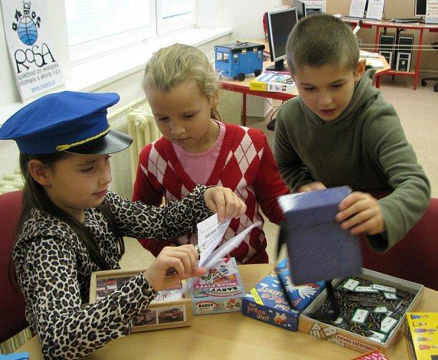 Výstava ekologických hraček v jindřichohradecké 5. základní škole.