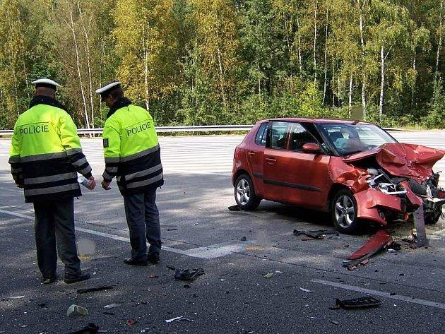 Na křižovatce u Kuniferu v Jindřichově Hradci se v neděli stala tragická nehoda.