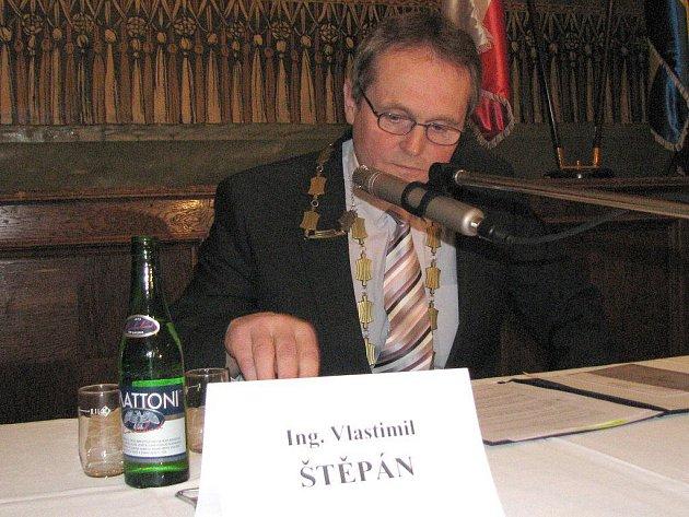 Novým starostou Dačic se stal na pondělním ustavujícím zasedání zastupitelstva Vlastimil Štěpán.