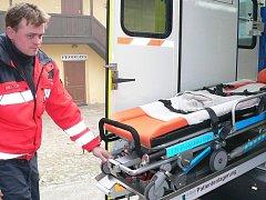 V únoru vyjela v Jindřichově Hradci poprvé do terénu sanita, kterou získali záchranáři od Jihočeského kraje. Na snímku je řidič vozu Vladimír Čech.