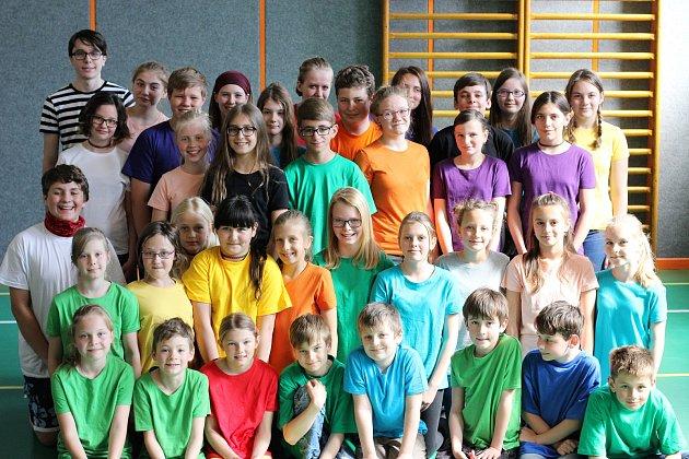 Divadelní kroužek funguje vzákladní škole vKunžaku pod vedením Evy Krafkové již tři desítky let.