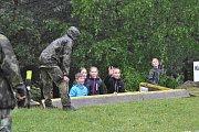 Děti ze 6. třídy si vyzkoušely den v životě vojáka.