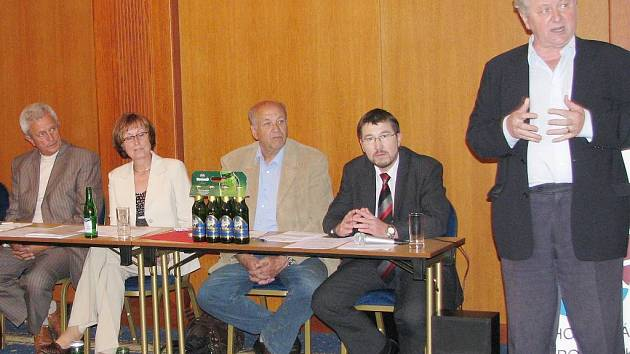 Jednání Oblastní Jihočeské hospodářské komory v J. Hradci. Ilustrační foto.