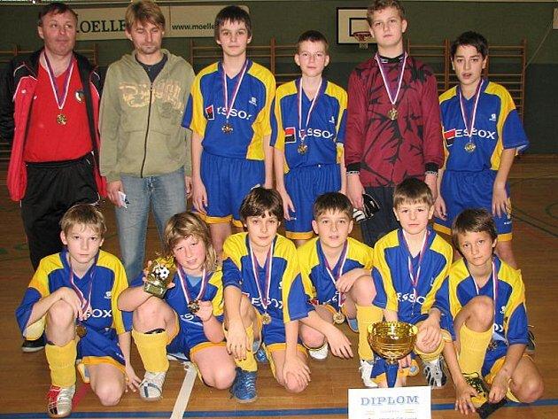 Fotbalisté Břilic získali prvenství na halového turnaje mladších žáků v Suchdole.