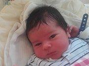 Nikolas Kalaš se narodil 8. června Nikole a Radku Kalašovým z Horní Pěny. Měřil 50 centimetrů a vážil 3470 gramů. Radost z něj mají i sourozenci Jonáš a Terezka.
