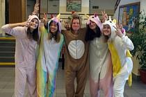 Na počest vynálezu pyžama v něm mohli školáci přijít do školy.