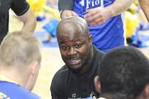 Jindřichohradečtí basketbalisté prohráli doma s Kolínem 79:84. Na snímku kouč GBA Fio banka Gilbert Abraham.