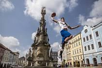 Basketbalisté předvedou své dovednosti přímo v historickém centru Jindřichova Hradce.