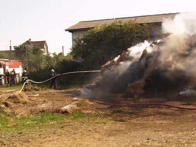 Požár stohu ve Chvalkovicích na Dačicku.