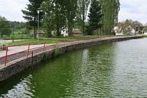 V Jindřichově Hradci chystají na jaře stavební úpravy. Na snímku je rybník Bezděkov v Políkně, který čeká revitalizace.