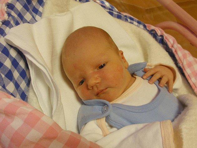 Richard Chramosta se narodil 29. prosince 2010 Anetě a Janovi Chramostovým z Jindřichova Hradce. Měřil 49 centimetrů a vážil  3440 gramů.