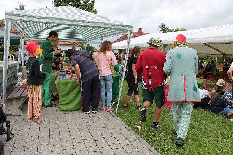Do Chlumu u Třeboně se opět sjeli vodníci a baví nejen děti.