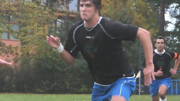 Suchdolský útočník Milan Heřman vstřelil ve 24. kole I. B třídy vedoucím Borovanům tři góly a na další dva přihrál.