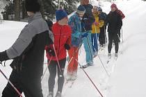 Běžkaři si ve Slavonicích prošlapávali bílou stopu sami.