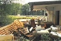 Voda z protržené hráze pískovny před deseti roky zcela zničila fotbalové hřiště v Majdaleně.