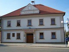 Radnice v Suchdole nad Lužnicí.
