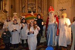 V Chlumu u Třeboně zavítal Mikuláš do kostela.