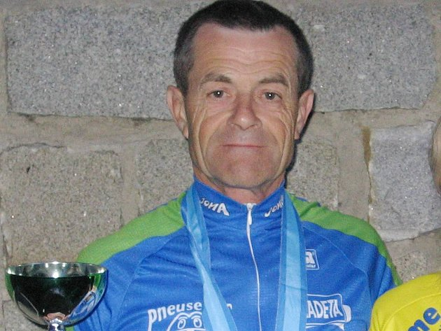 Rudolf Hronza jasně dominoval veteránské kategorii republikového seriálu Kolo pro život. K tomu přidal i titul  šampiona v půlmaratonu a vítězství v Českém poháru.
