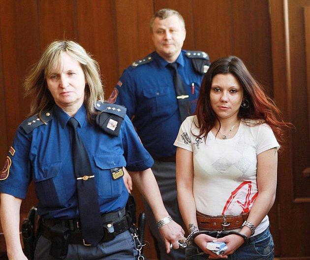 Za vraždu provozní jindřichohradeckého nočního klubu si od soudu odnesla Ivana Hrabcová 13,5 roku. Rozsudek ještě nenabyl  platnosti.