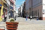 Do Panské ulice v Jindřichově Hradci se život pomalu vrací.