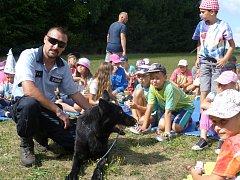 Policisté navštívili děti na Radíkově.