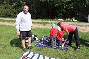 Děti se rozloučily s létem v Horní Pěně u rybníku Dřevo.