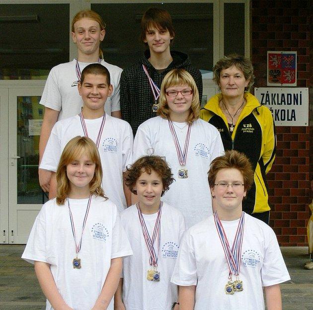 Plavci z jindřichohradecké 5. základní školy, hájící současně klubové barvy Slovanu, si na mezinárodních závodech ve Francii vedli nad očekávání dobře a dohromady získali 23 medailí!