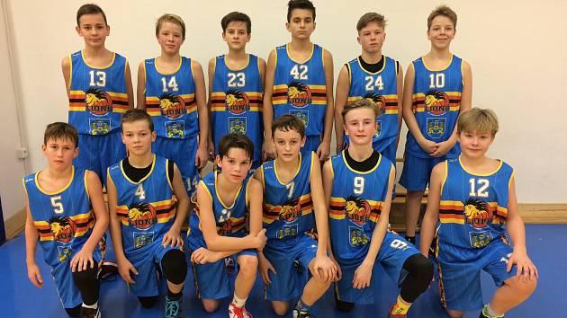 Mladší žáci Basket Fio banky J. Hradec vybojovali postup do extraligy mezi 16 nejlepších týmů z republiky.