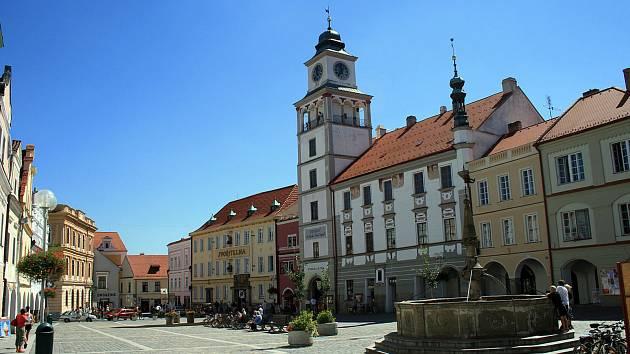 V někdejší radnici dnes sídlí muzeum a galerie a část ZUŠ. Instituce budou muset budovu opustit.