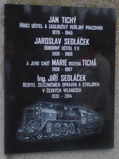 Do rodinné hrobky vGolčově Jeníkově byly uloženy ostatky Jiřího Sedláčka, který byl ředitelem ŽOS České Velenice.