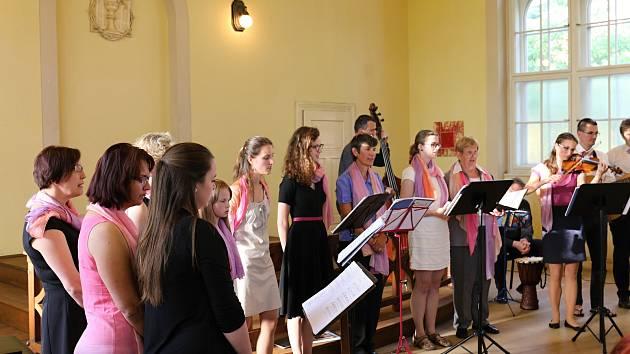 V Husově kapli v Třeboni vystoupil v rámci Týdne pro hospic Kostelní sbor KoS.