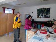 Jako první v Blažejově odvolili manželé Josef a Dana Loukotovi.