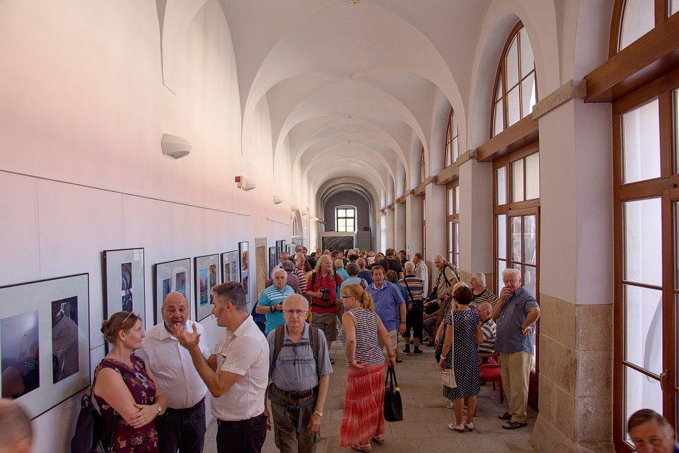 Výstavu fotografií ze 61. ročníku soutěže fotoklubů zvané Mapový okruh Vysočina.