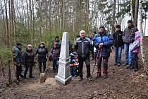 Lidé z obcí Jilem, Horní Meziříčko a Horní Němčice založili novou tradici - novoroční pochod k památníku Trojmezí.