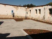 Opravené parkoviště pod jezuitskou kolejí je od pátečního dopoledne znovu otevřené.