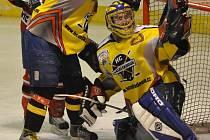 Brankář hokejistů Velké Radouně Filip Horal se výraznou měrou zasloužil o cennou remízu svého celku na horkém strakonickém ledě.  V utkání dvou předních celků krajské ligy vytáhl několik výtečných zákroků.