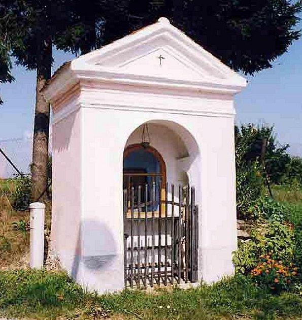 Výklenková kaple v Políkně.