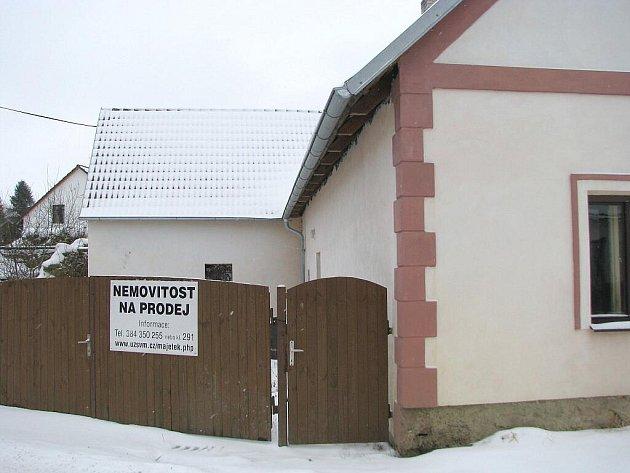 V domě v Nové Olešné našli pracovníci úřadu pro zastupování státu 620 tisíc po zesnulém muži, který neměl dědice.
