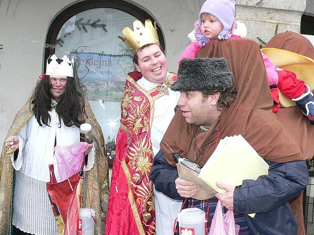 Na snímku je s koledníky i Kateřina Horatlíková.