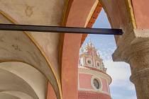 Od pátečního odpoledne si návštěvníci hradeckého památkového komplexu mohou nerušeně prohlédnout staronovou podobu arkád u pavilonu Rondel.
