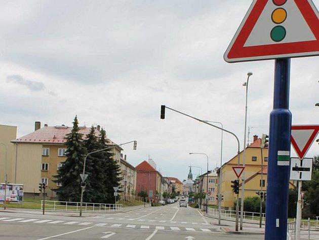 Křižovatka u nádraží v J. Hradci bude jedním z míst, kde město nechá vysadit izolační zeleň.